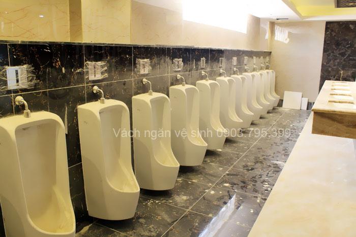 Lắp đặt vách ngăn vệ sinh giá rẻ');